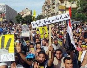Policia egjiptiane shpërndanë tubimet pro-Mursi