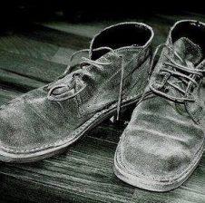Ose mi sjellni këpucët ose do të veprojë si babai im