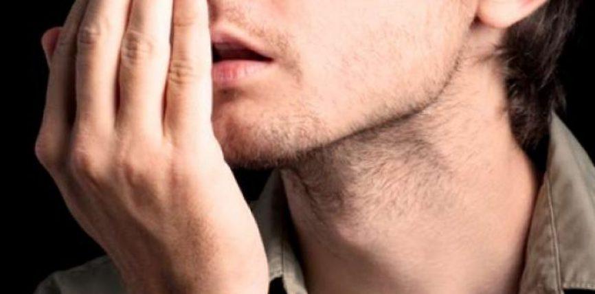 Si të largoheni erën e keqe të gojës në mëngjes?