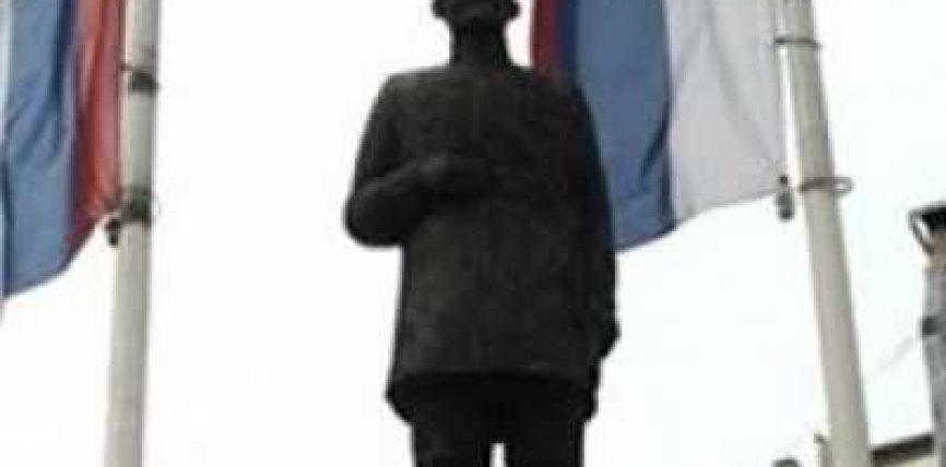 """Serbia i ngriti përmendore """"kanxhallozit"""" rus në veri të Mitrovicës"""
