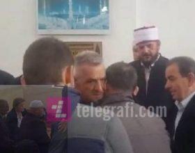 Lot dhe vaj në xhaminë e Bardhit të Madh, familja Gashi i falin gjakun familjes Tërmkolli (Foto)