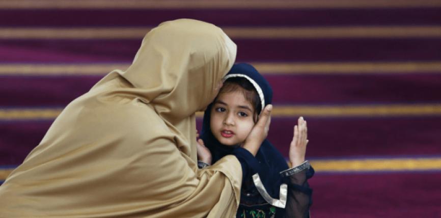 35 porosi edukative se si duhet të sillemi me prindërit tanë