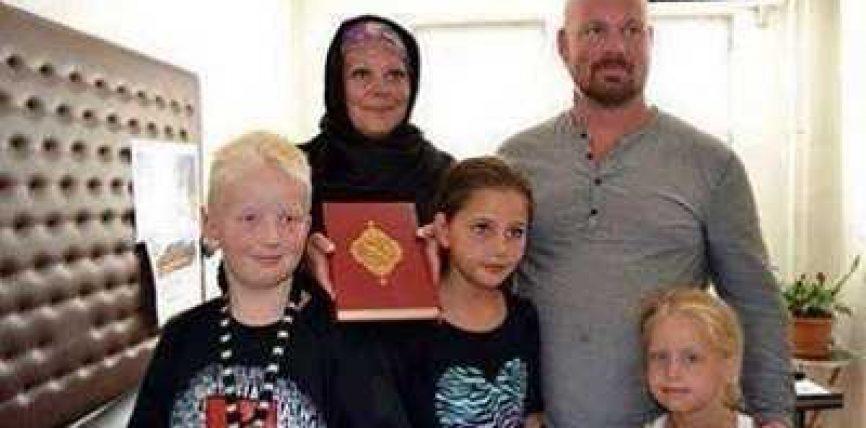 Pas leximit të Kur'anit, e gjithë familja ateiste përqafon Islamin
