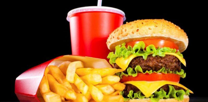 Ja çfarë ndodh me trupin tuaj nga konsumimi i një ushqimi të shpejtë