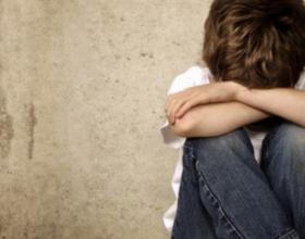 Njihuni me 3 gjërat që nuk duhet t'ia thoni kurrë fëmijës tuaj