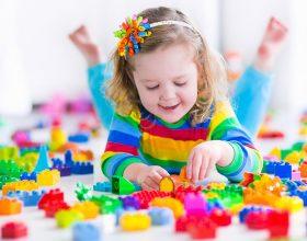 Ne dhe fëmija dy vjeçar… loja një botë gjigante…