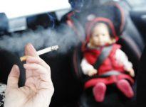 Nënat shtatzëna të cilat thithin cigare përcjellin kancerogjenët te fëmijët e tyre