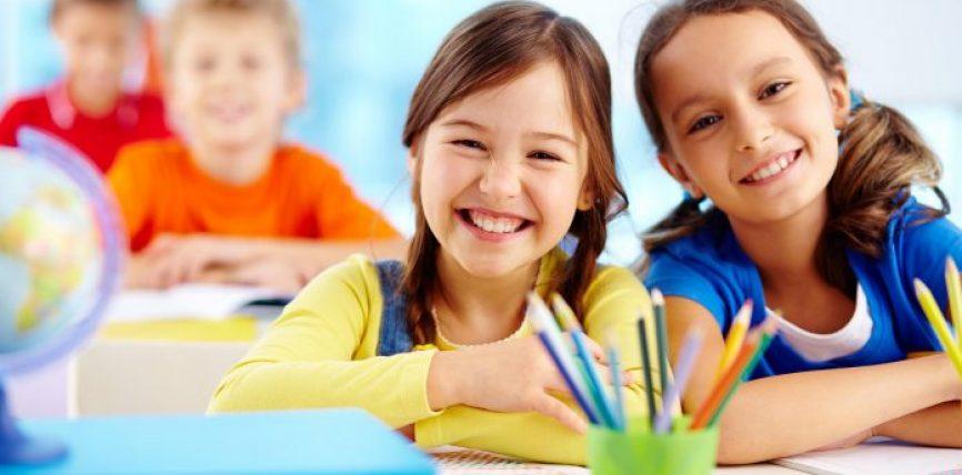 Tri gjuhët që çdo fëmijë duhet t'i mësojë