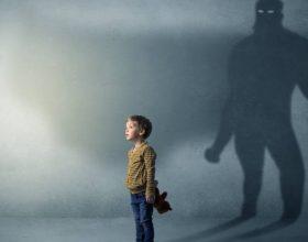 Mungesa e prindërve në jetën e fëmijëve, shkatërron botën emocionale të tyre