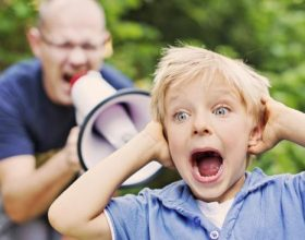 Pasojat e të bërtiturit fëmijëve (VIDEO)