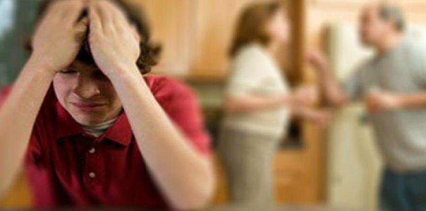 Ja 7 plagët e pashërueshme që i shkaktoni fëmijëve tuaj kur burri TRADHETON gruan e tij!