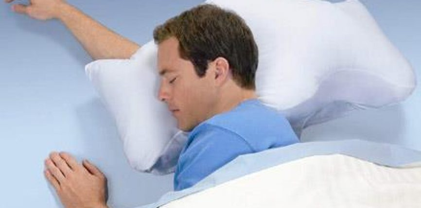 Një studim amerikan konfirmon dobitë e fjetjes në krahun e djathtë
