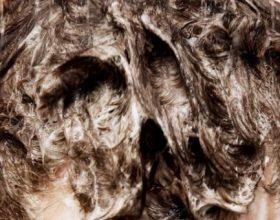 Shampoja më e mirë natyrale për kthimin e shkëlqimit dhe vëllimit të flokëve