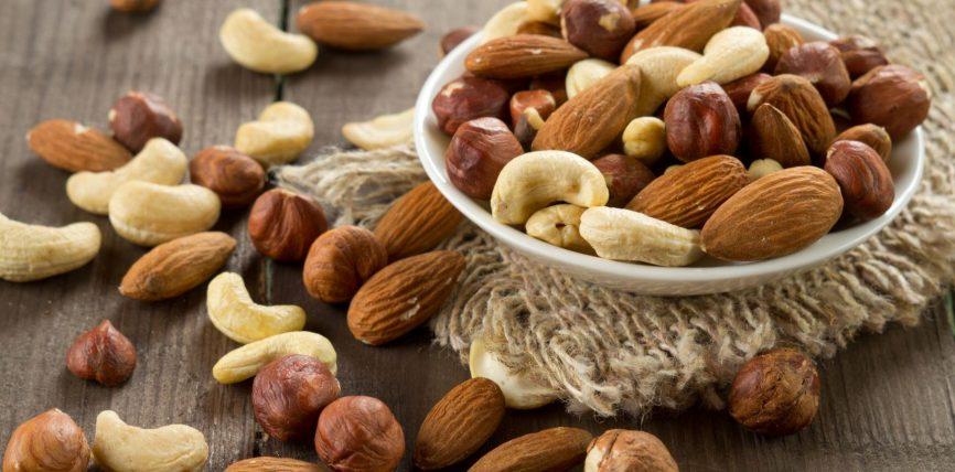 Frutat e thata të shijshme dhe të pasura me vitamina e minerale
