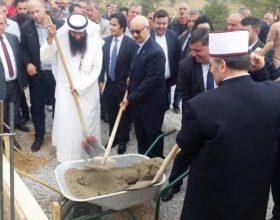 Arabët ndërtojnë falas fshat social në Gjilan
