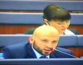 Deputeti qe mbron Islamin , muslimanet dhe te verteten  Dr Gezim Kelmendi