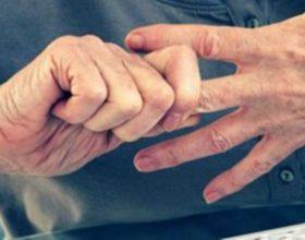 Arti i shërimit duke masazhuar gishtat