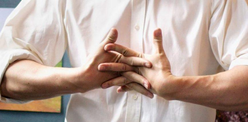 A është e dëmshme kërcitja e gishtave? A e ke ditur ?