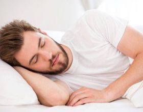 Ja sa duhet të flini sipas moshës që keni