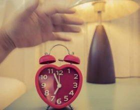 Gjumi i pamjaftueshëm dhe ndikimi te zemra, studimi zbulon lidhjen