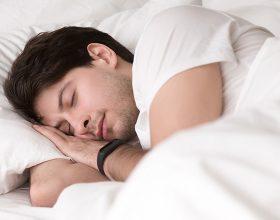 Gjatë gjumit tuaj, shejtani i lidh gjithkujt tri nyje pas koke