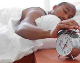 Ja cila është koha më e mirë për të fjetur nëse keni nevojë të zgjoheni të rifreskuar!