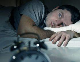 Shfrytëzimi i rrjeteve sociale gjatë ditës, ndikon shumë në pagjumësi