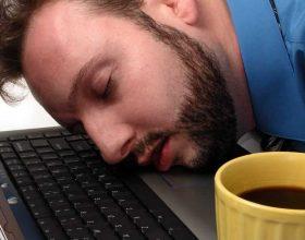 Ja se çfarë duhet të bëni për të rritur cilësinë e gjumit të mesditës