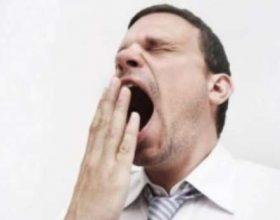 Nese dikush prej jush I hapet goja te vendosi dorne e tij ne goje sepse shejtani hyn ne te