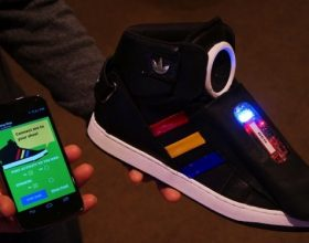 """Google Smart shoes"", këpucët që flasin"