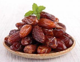 Udhëzimi i Profetit (s.a.u.s.) për mënyrën e uljes gjatë ngrënies