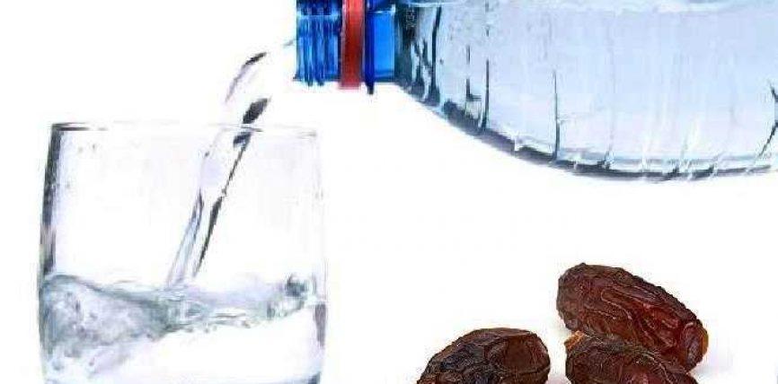 6 Dobitë e hapjes së iftarit me hurma dhe ujë