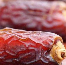 Ngrënia e hurmave esëll vret parazitët