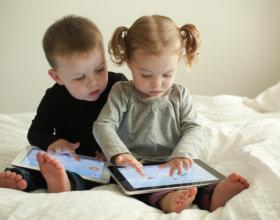 Prinder kujdes! Ja cfare demi u shkakton iPad-i femijeve