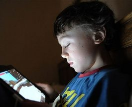 Rrëfimi – Si ma shkatërroi djalin 11 vjeçar pornografia në internet