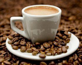 Mirë apo keq, çfarë i bëjnë 3 kafe në ditë mëlçisë suaj?