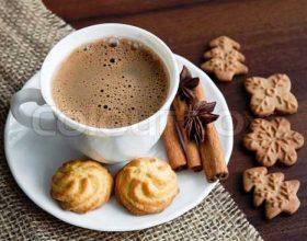Kafja dhe ëmbëlsirat se bashku e shpejtojnë punën e trurit