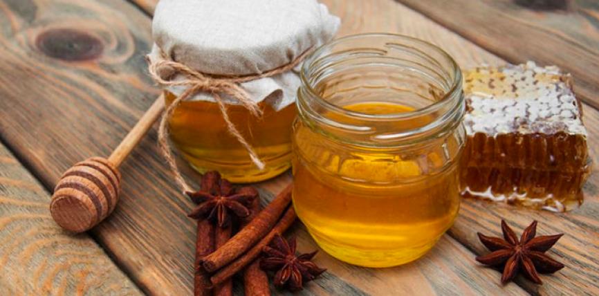 Fakte mbi mjaltin dhe kanellën