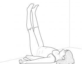Ngrini këmbët në mur për t'u çlodhur