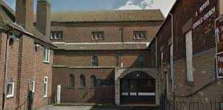 Myslimanët blejnë kishë në Angli