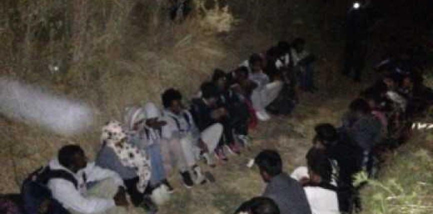 """""""Jeni në Itali"""", shoferi i kamionit mashtron pakistanezët duke i lënë në Librazhd"""