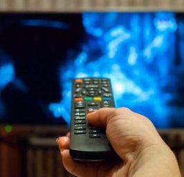 Shikimi i gjatë i televizorit mund të krijojë mpiksje të gjakut