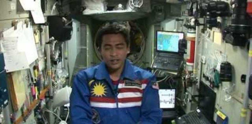Kozmonauti nga Malajzia: Allahu më nderoi që i pari të agjëroj dhe të falë namaz në Kozmos