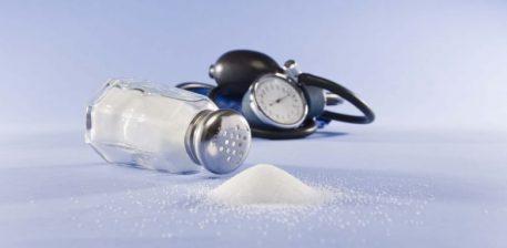 Shtatë shenjat paralajmëruese që tregojnë se po e teproni me kripën