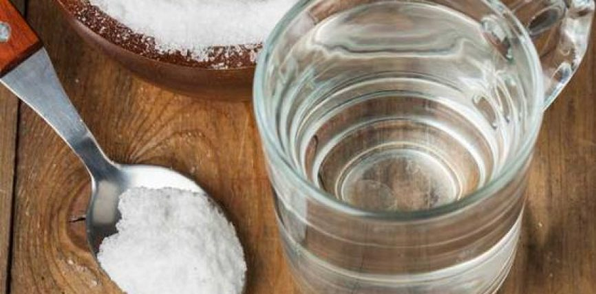 Pini ujë të ngrohtë me kripë për 7 ditë, rezultatet do t'ju çudisin!