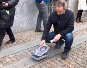Lideri i te djathtes ekstreme ne Danimarke, Rasmus Paludan,  provokoi muslimanet ne kohen e xhumase, duke djegur Kur'anin