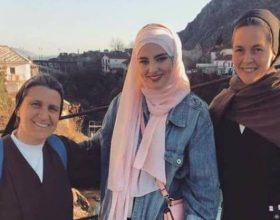 Fotoja që pushtoi rrjetet sociale në Bosnjë e rajon: ja kush jemi ne