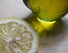 Si ju ndihmon limoni për të djersitur sa më pak