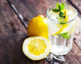 Çastet më të dobishme kur duhet pire ujin janë si më poshtë