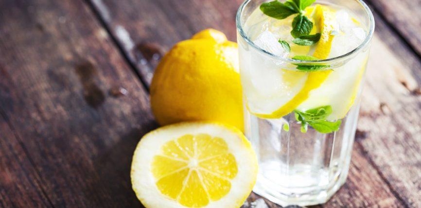 Lëngu i freskët i limonit po ashtu do t'ju ndihmojë për të humbur peshë